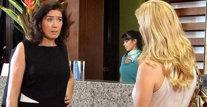 As duas iniciarão uma discussão ao cruzarem em hotel