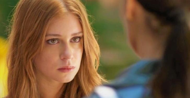 Carolina resolve acabar com a felicidade da ruivinha, que acabou de passar a noite com Arthur