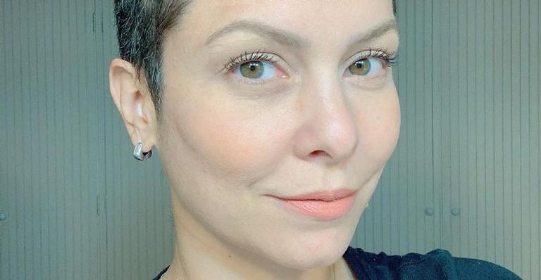 A atriz surpreendeu a web ao renovar as madeixas em menos de um mês: 'Inspiração'
