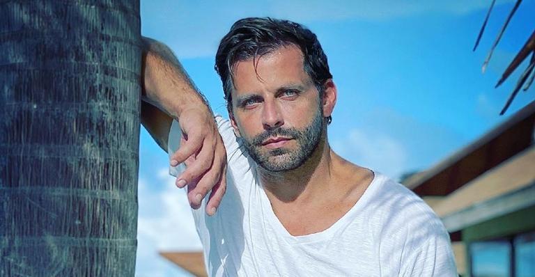 Uau! O ator de 42 anos deixou os seguidores babando com o clique ousado: 'Que maravilha de homem'