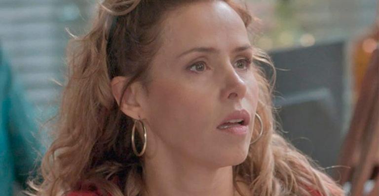 Nos próximos capítulos de Totalmente Demais: Gilda acusa Dino de querer transformar Carlinhos em um bandido.