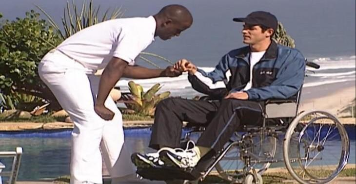 Após acidente, rapaz começa a ter esperanças de sair da cadeira de rodas na novela Laços de Família