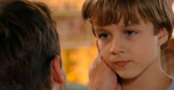Momento de indiferença com o garotinho causa estranhamento em Cassiano
