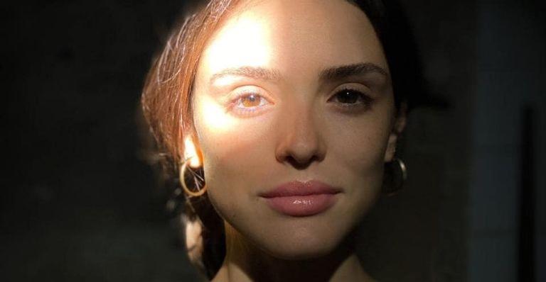 Com cliques ao lado da irmã, atriz fez declaração especial