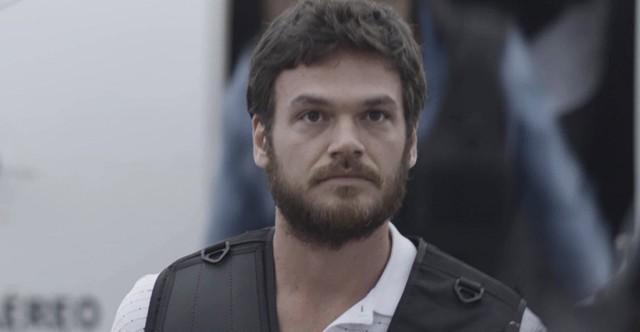 Em A Força do Querer, Rubinho anuncia a Bibi que decidiu fugir da prisão.