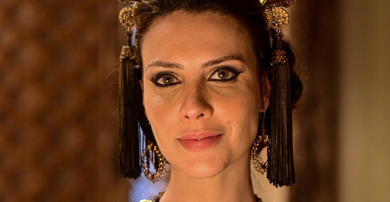 Atriz colocou megahair para interpretar uma mulher linda e inteligente na novela bíblica