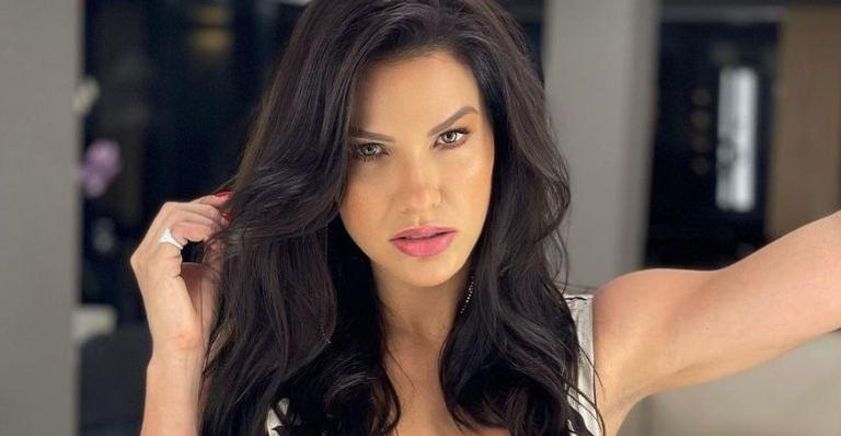Ao lado das amigas, modelo aproveitou alguns dias no Rio de Janeiro