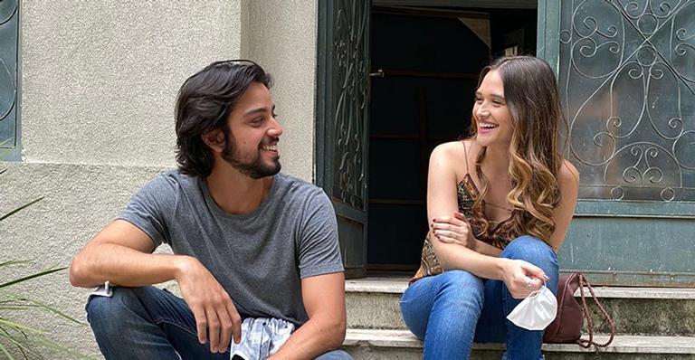 Saiba como será a primeira conversa de Luna e Alejandro após o encontro inesperado em uma tarde de chuva