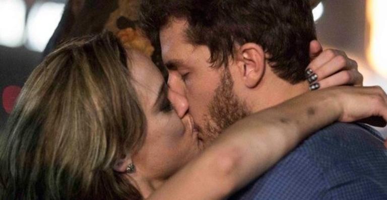 Clima vai pintar entre Leonardo e Amanda, que acabam terminando a noite na casa do ator