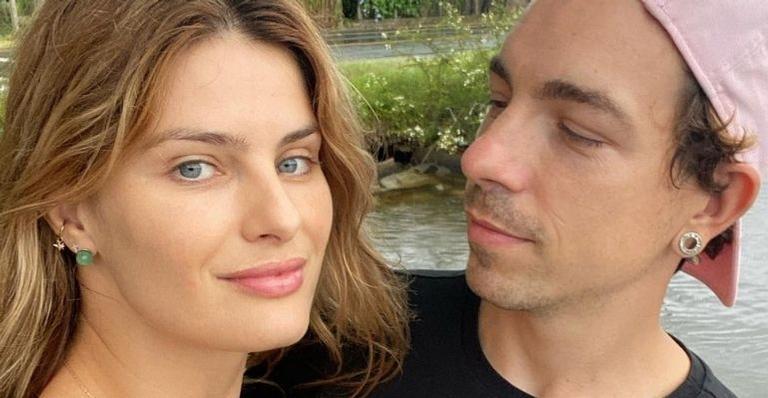 Completando 36 anos, o cantor recebeu uma homenagem de aniversário da esposa