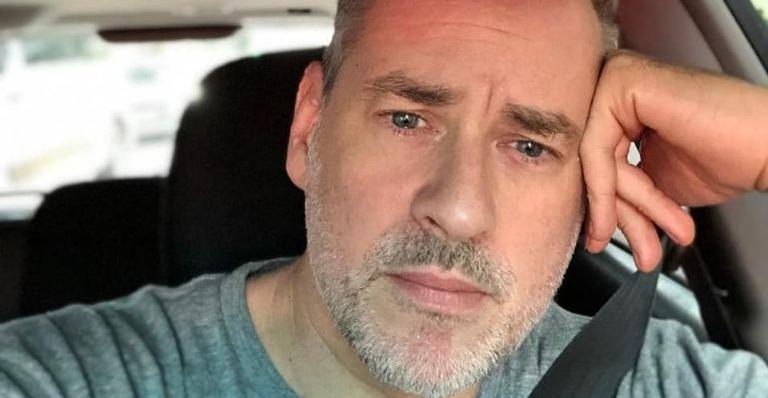 O ator perdeu o pai em fevereiro deste ano em decorrência de complicações do vírus