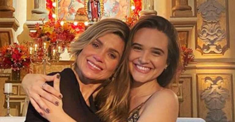 Juliana Paiva fala sobre a parceria na cena do reencontro de Helena e Luna em Salve-se Quem Puder: 'Gratidão'