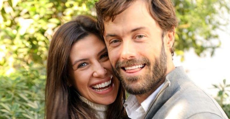 Namorada do ator Kayky Brito, Tamara Dalcanale celebrou o crescimento da barriga de grávida em nova foto