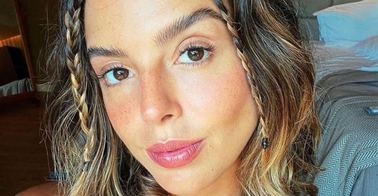 A atriz compartilhou nas redes sociais fotos das gravações da série 'Temporada de Verão' e deixou os fãs empolgados para a estreia