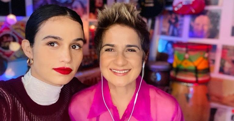 Grávida de gêmeas, a atriz Nanda Costa compartilhou nas redes sociais novas fotos da atual fase de gestação