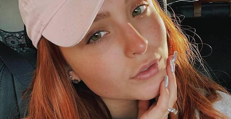 Larissa Manoela posa no sol nascer e compartilha clique no Instagram