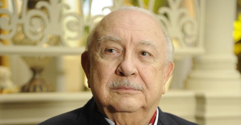 Aos 82 anos, o ator foi para a UTI de um hospital de São Paulo após ser diagnosticado com uma infecção bacteriana no pulmão