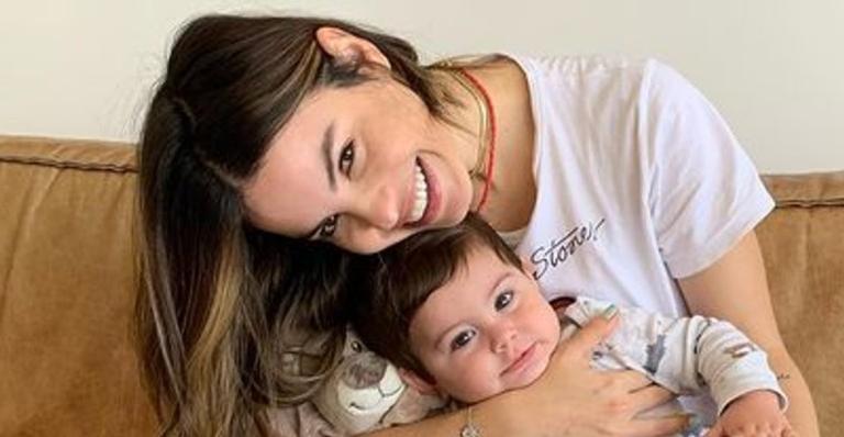 Mamãe de primeira viagem, atriz expôs comentário que recebeu de uma internauta e rebateu: 'Juízas da maternidade'