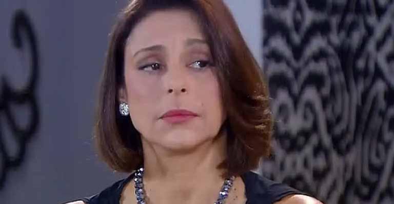 Carmen conta para Marian que elas vão até o banco com o documento falso de Mili para pegarem um dinheiro que está no nome da verdadeira filha de Gabriela