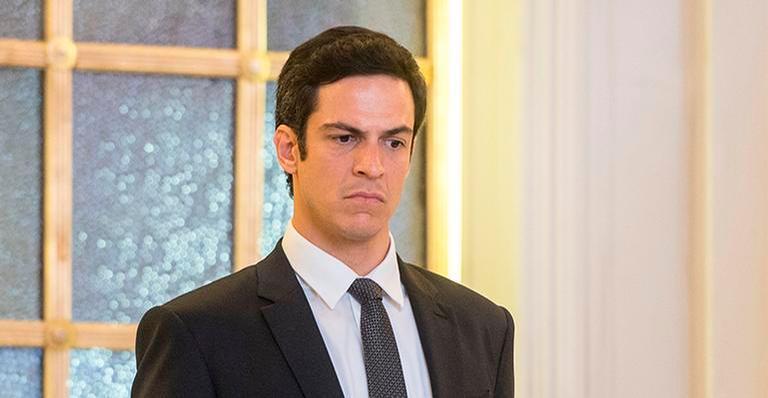 Eric se revolta ao saber por Maria Pia que Sabine quer tirá-lo da presidência da empresa no Brasil