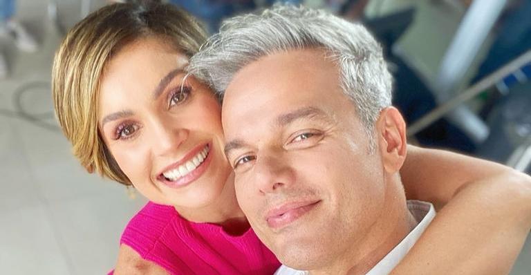 Otaviano Costa mostra foto com Flávia Alessandra e filha, Olívia