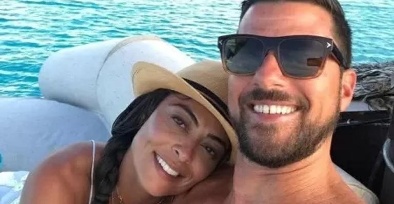 A atriz compartilhou um vídeo com os melhores momentos ao lado do marido e dos dois filhos do casal