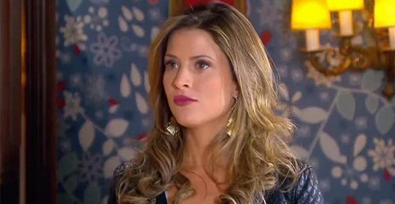 Armando aparece no apartamento de Cintia e surpreende ela e Matilde