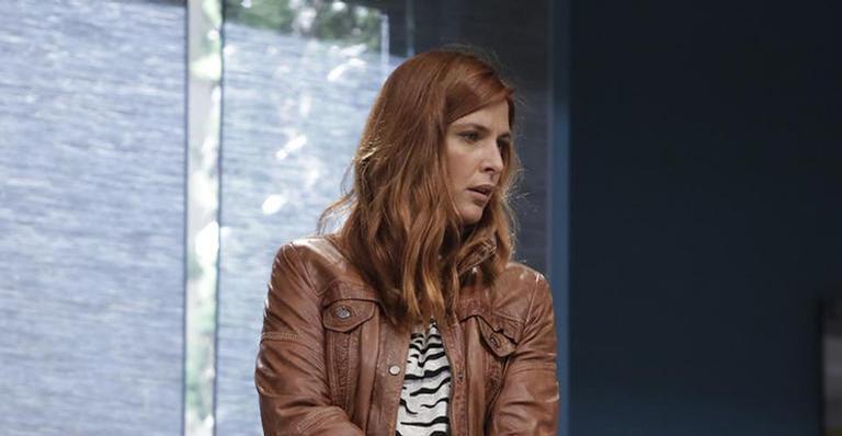 Bárbara conta para Luiz que Duarte tem se encontrado às escondidas com Nazaré e o irmão a aconselha a conversar com o marido