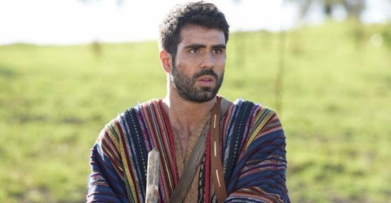 José sofre com a lembrança dos irmãos.