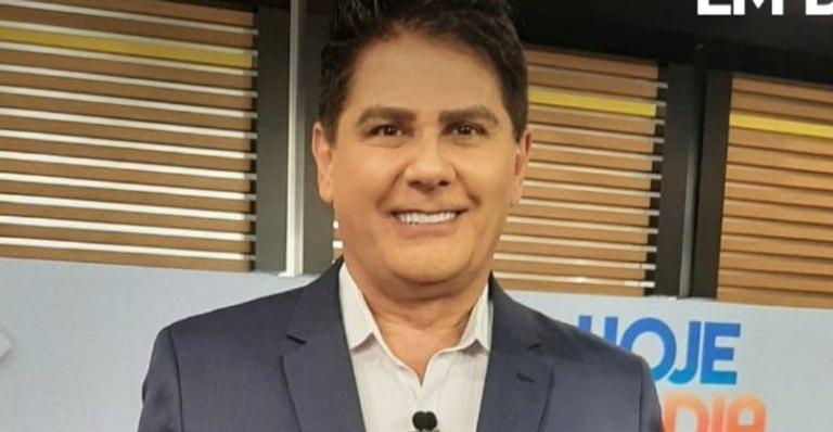 O apresentador do Hoje Em Dia está completando 61 anos e ganhou declarações das apresentadoras da Record TV