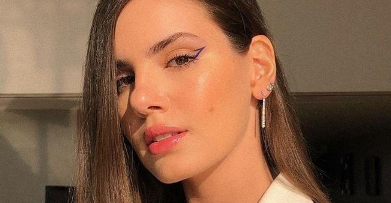 A atriz surgiu usando apenas uma lingerie e arrancou elogios dos fãs e do marido, Klebber Toledo