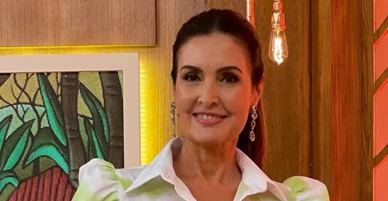 A apresentadora seguirá com a recuperação em casa após cirurgia no ombro, e apareceu ao lado de Túlio Gadêlha nas redes sociais